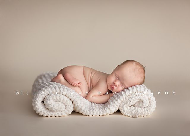 by Lisa Holloway   Bringing a new baby into your family is one of life's most amazing and wonderful moments!  The newborn days are so precious, yet so fleeting.  As photographers, we can appreciate how quickly these days go by and how important it is to ...