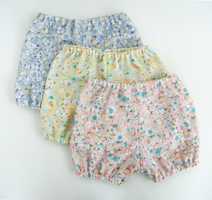 floral bloomers!  can't get over the adorable-ness of these!!  sooo cute with a floral headband and big diaper butt!