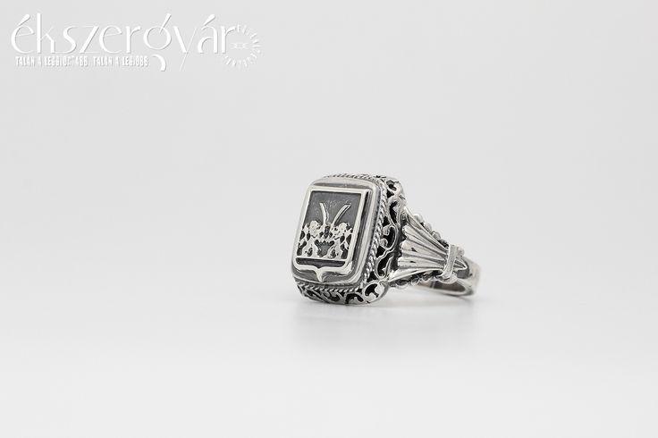 Ezüst pecsétgyűrű Csajág címerével.