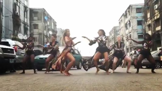 Ciara & her dancers dance barefoot on the street Dolphin Estate, Lagos (photos/video) - http://www.thelivefeeds.com/ciara-her-dancers-dance-barefoot-on-the-street-dolphin-estate-lagos-photosvideo/