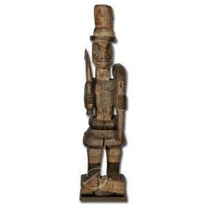 Igbo/Ido. Escultura de madeira, sobre base de latão polido, oxidado e envernizado; 64 cm de altura total. África, Nigéria, séc. XIX