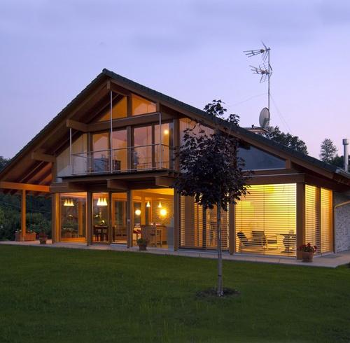 Le 25 migliori idee su case in legno su pinterest spazi for Migliori costruttori case in legno