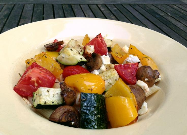 Pasta met geroosterde groenten en feta