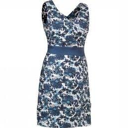 Jack Wolfskin Jurk Roseway. Tiptop gekleed op reis: de ROSEWAY DRESS combineert wikkellook met actieve vochtregulatie. De soepele, ongeveer knielange zomerjurk is licht en elastisch. Het beschermende UV-materiaal kreukt nauwelijks - je kunt het dus gewoon uit de koffer pakken en direct aantrekken. #damesmode #zomercollectie #zomerkledingdames #zomerkleding