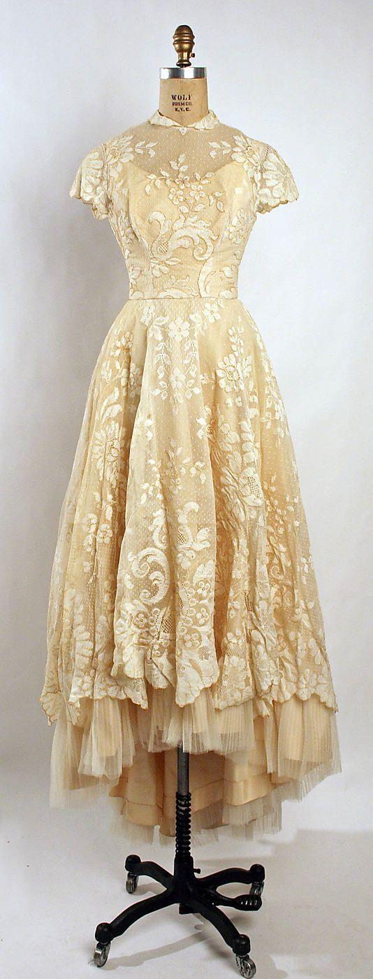 1950s vintage wedding dress, lace, cream, absolutely beautiful dress - 1955 wedding dress