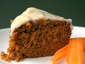 Voor de cakeliefhebbers; Carrot cake of op zijn Nederlands wortelcake! Een lekkere cake om op te dienen voor uw bezoek of ter traktatie. Deze Wortelcake is bedoeld