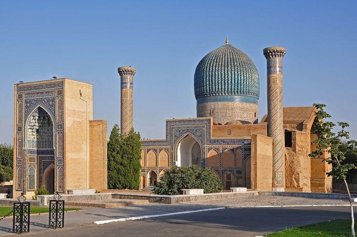 Návšteva niektoré zo svojich najvýznamnejších miestach, ako je Plaza de Registan , vycibrenej elegancie krásne proporcií mešity