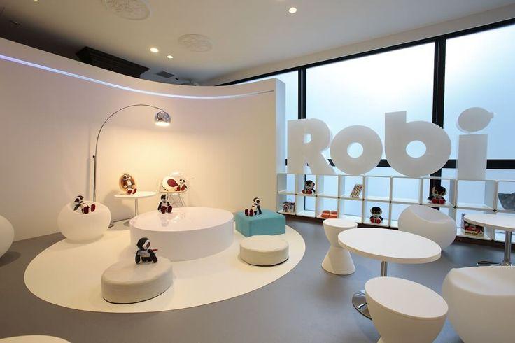 #ROBI, #DEAGOSTINI'S HUMANOID #ROBOT, #ENTERTAINER IN A #POPUP CAFÉ #magazine #Japan #Tokio #Robotics #Robot... http://fb.me/6iiguhi6N