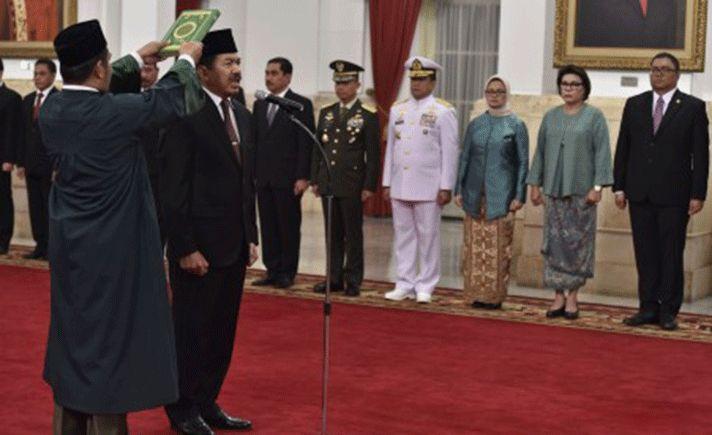Mayjen TNI Djoko Setiadi dilantik Presiden Joko Widodo sebagai Kepala Badan Siber dan Sandi Negara (BSSN) di Istana Negara Jakarta, Rabu (3/1).