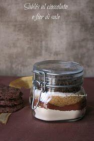Una finestra di fronte: Sablés al cioccolato e fior di sale (in barattolo e non)