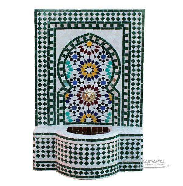 Fuente árabe elaborada   artesanalmente en mosaico (zellige)