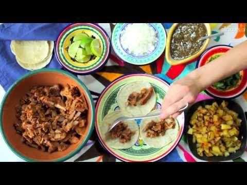 ▶ Tacos al pastor - Mexicaanse tortilla's met varkensvlees en ananas - YouTube