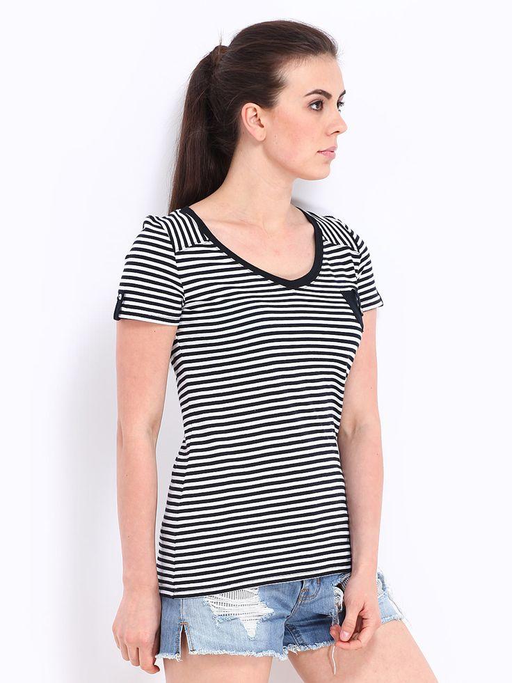 Women-Black-White-Striped-shirt