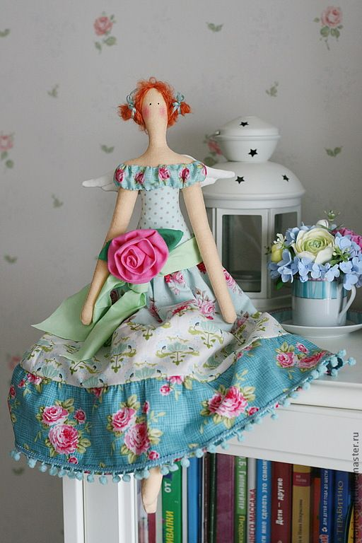 Que bonequinha de pano linda! http://cs1.livemaster.ru/foto/large/24c9782013-kukly-igrushki-tilda-feya-vesny.jpg