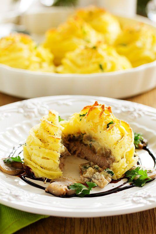 Filetto di maiale con i funghi e purè di patate