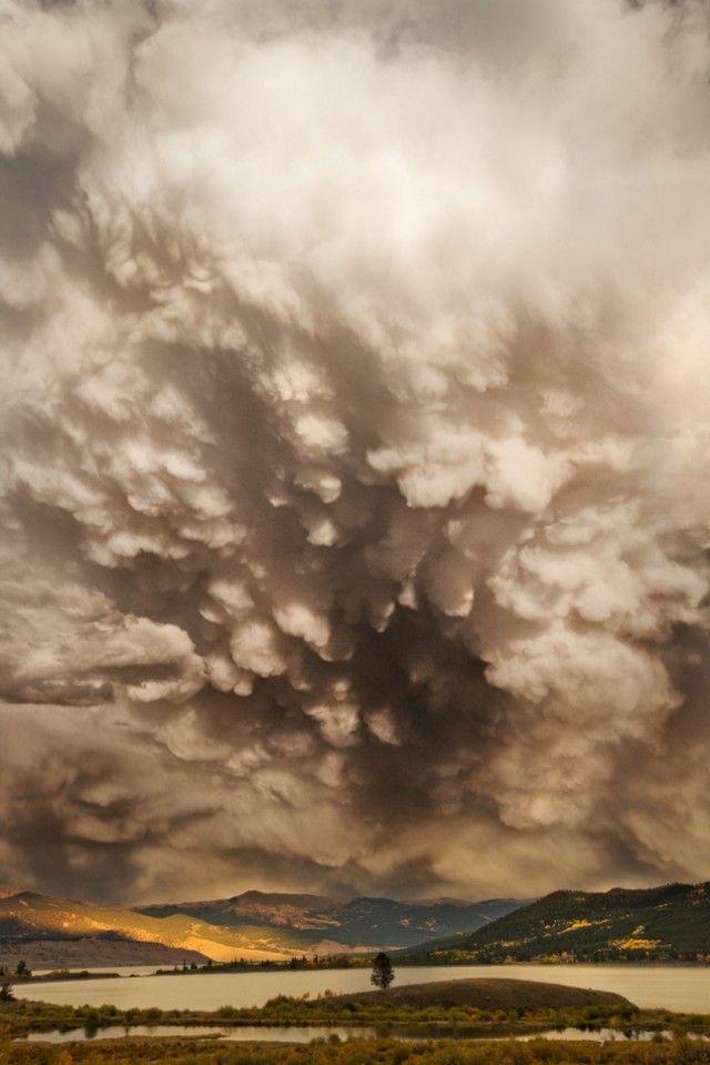 Děsivý Charm of bouřkové mraky