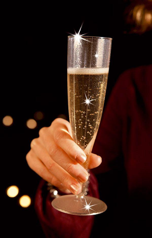 Elegante champagne glasses in plastic with sparkling brilliance