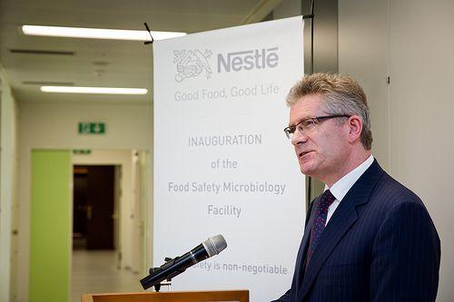 La mayoría de la gente no está consciente del trabajo que representa cerciorarse de que los alimentos que consumen son seguros. Centro de Investigación Internacional de Nestlé. http://www.expoknews.com/por-que-es-importante-para-la-seguridad-alimentaria-estar-un-paso-adelante/