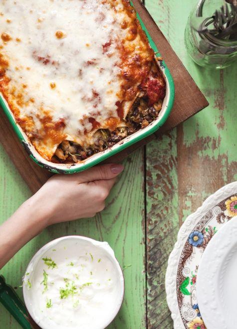 Enchiladas au poulet - dans ma version, je remplace la sauce rouge par de la salsa verde du commerce.