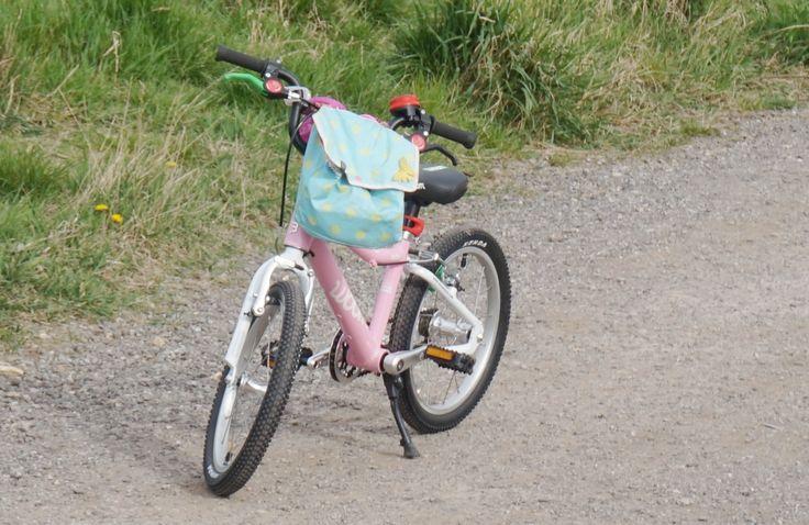 Różowy rower WOOM 3 http://www.woombikes.pl/collections/lekkie-rowery-dla-dzieci-woom/products/lekki-rower-woom-3-na-kolach-16-wiek-4-wzrost-105