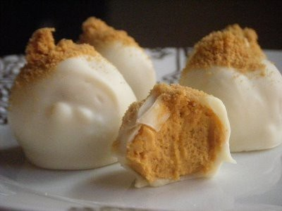 Pumpkin cream cheese truffles! Must try for Thanksgiving. - Click image to find more Food & Drink Pinterest pins