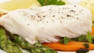 Lettsaltet torsk med gulrot og asparges
