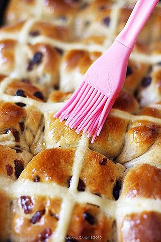 Hot Cross Buns - making these on Sunday! Actually looks pretty easy!