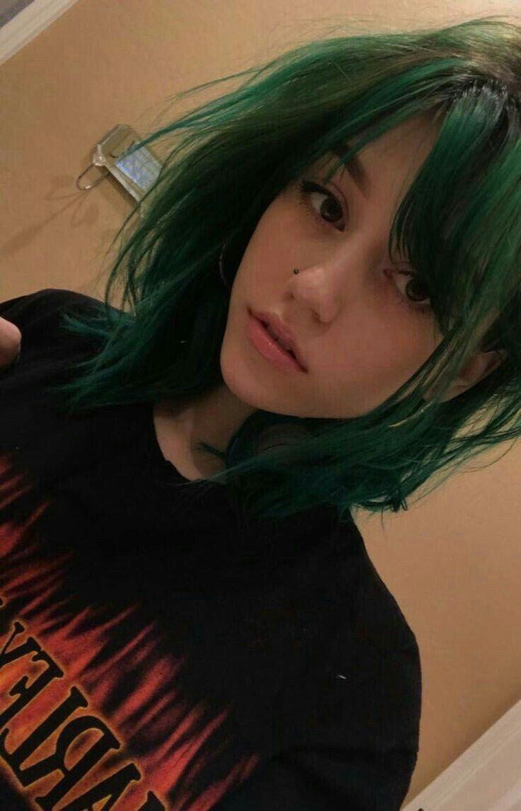 F D N T Abschlussball Make Up Dark Green Hair Grunge Hair Hair Styles