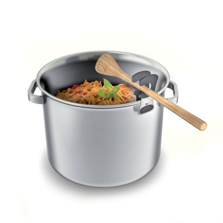 Handy kitchen aid while cooking. Just fix Clipper at the pot – and store the wooden spoon on it. At the same time it fixes the lid.