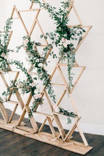 Modern wedding ceremony backdrop – wooden backdrop…