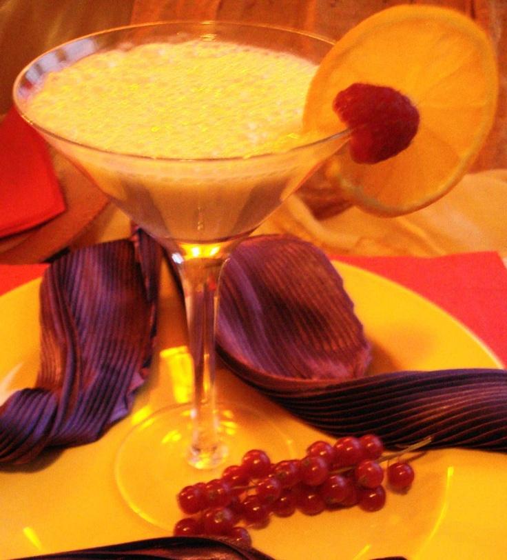Ponche Surinam Trafasie (romige pineapple-amandel cocktail met kiwi en rum)  Recept: http://www.surinaamseten.nl/showrec.php?IDREC=391