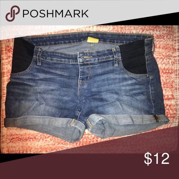 Old navy maternity jean shorts Ole navy maternity jean shorts size 6 Old Navy Shorts Jean Shorts