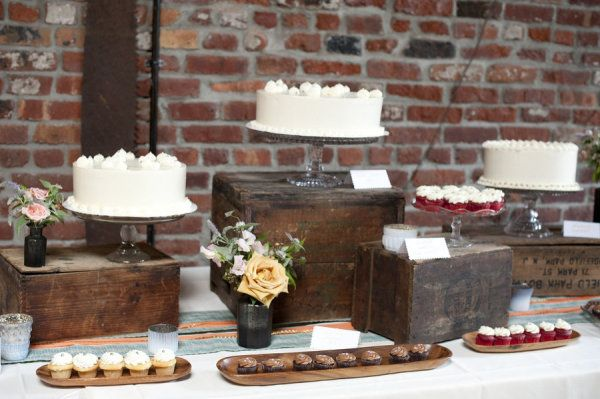 I love the look of the boxes to create levels --a dessert spread by http://ninecakes.com/  Photography by raquelreis.com