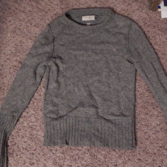 American eagle sweater It's barely worn and a size medium. American Eagle Outfitters Sweaters