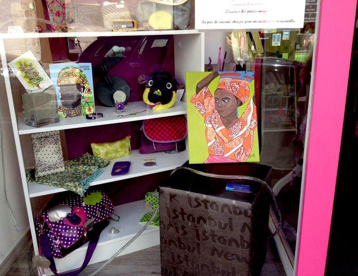 Mes peintures de femmes d'afrique en exposition dans une boutique #peinture #afrique #femme #portrait