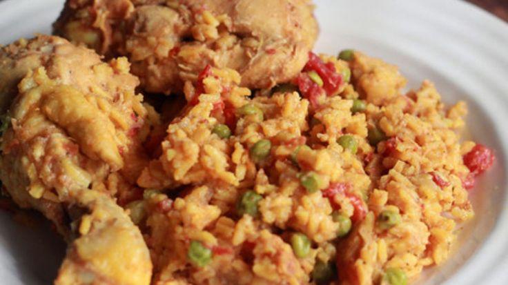 """En un hogar cubano no hay nada más reconfortante que un buen plato de """"Arroz con Pollo"""". Después de un largo día en la preparatoria y en la…"""