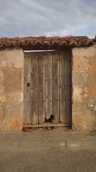 Puerta de corral en fontioso puertas antiguas de madera for Puertas viejas