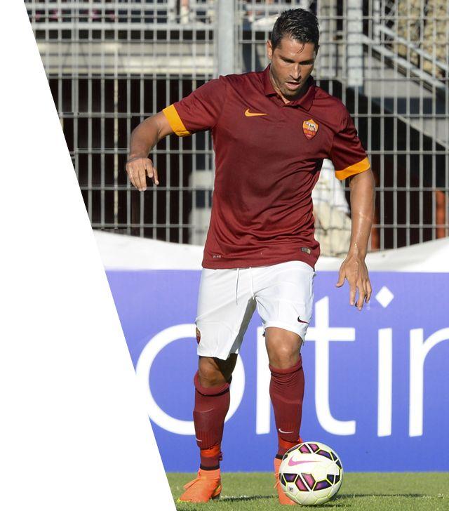Marco Borriello (9): Nato il 18 giugno 1982 a Napoli, in Italia. È alto 1 metro e 85 cm e pesa 84 kg. Ha esordito in Serie A il 21 settembre 2002.