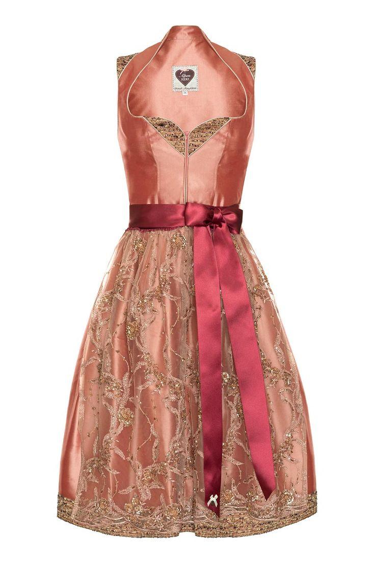 Aus der neuen Style-Kollektion - Designerdirndl Valentina in edlem Apricot lässt Sie strahlen und besticht durch Eleganz und Chic.  Das Dirndl besteht aus 100% Reinseide  und ist dadurch im Tragekomfort kaum zu übertreffen. Die...