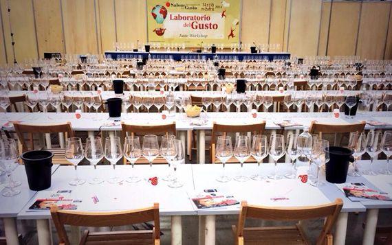 Tutto il vino del Salone del Gusto. Un tema centrale della manifestazione torinese, insieme a birre artigianali, distillati e cocktail.