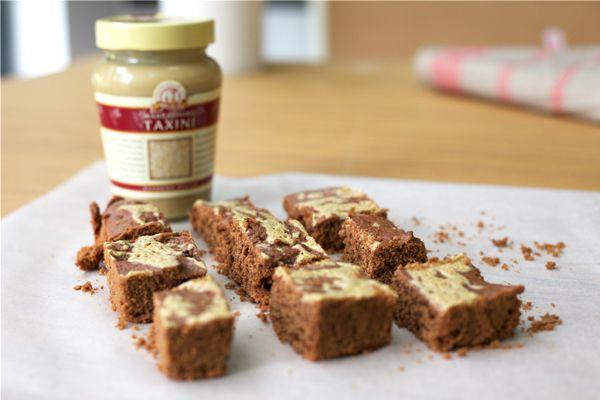 Συνταγή Μπράουνι με σοκολάτα & ταχίνι | mamapeinao.gr | ΜΑΜΑ ΠΕΙΝΑΩ