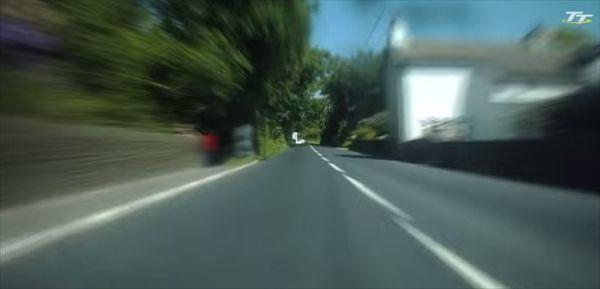 「マン島TTレース」で世界最速ラップを記録したドライバー視点の映像 - http://naniomo.com/archives/5368