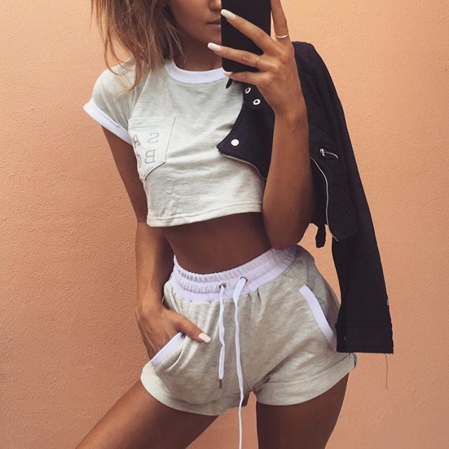 Do you want the latest trends seen in tumblr without going broke? click HERESale up to 85% starting at 2.99$ + weekly giveaways
