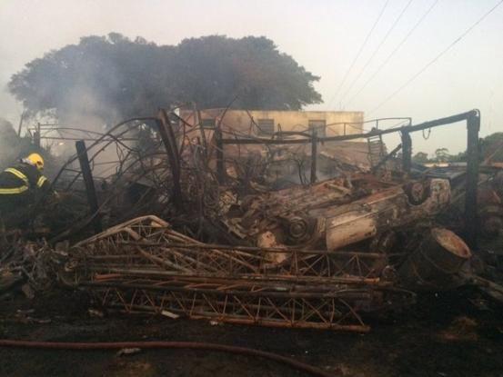 CONEXÃO BOMBEIRO : Bombeiros combatem incêndio próximo à RS-040, em V...