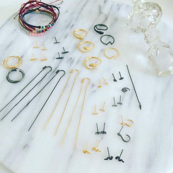 ✨ #newretailer #shopping #brønshøj #jewelry #jewelrylove #danishdesign #design #happy #proud #musthave #fall #sterlingsilver #earrings #bracelet #candybracelets #candy #gemstone #black #gold #mixnmatch #mixed #makeyourownlook #petitpetitpetit #delicate #styles #ring #stinea #stineajewelry #proud