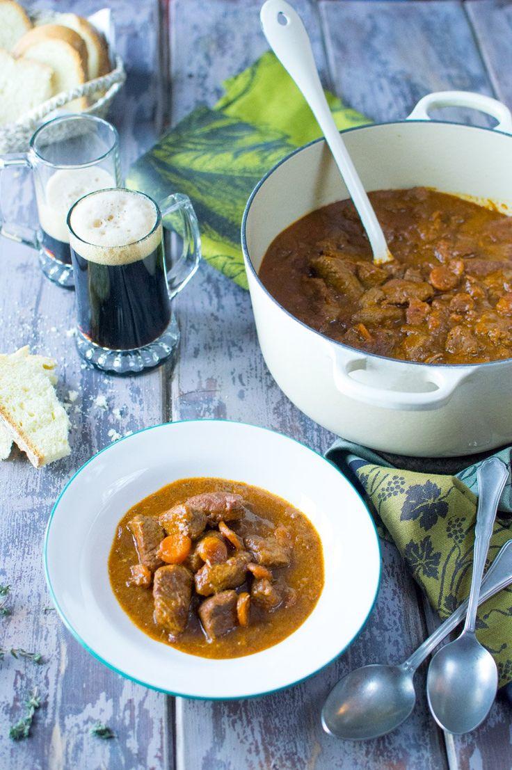 Lo spezzatino alla Guinness è un secondo piatto corposo e saporito, preparato in occasione di San Patrizio, la tipica festa irlandese. Assaggialo!