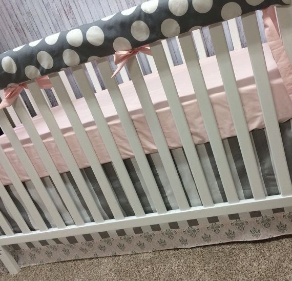 Bumperless Crib Bedding Set - Gray points / rayures et rose de Damas