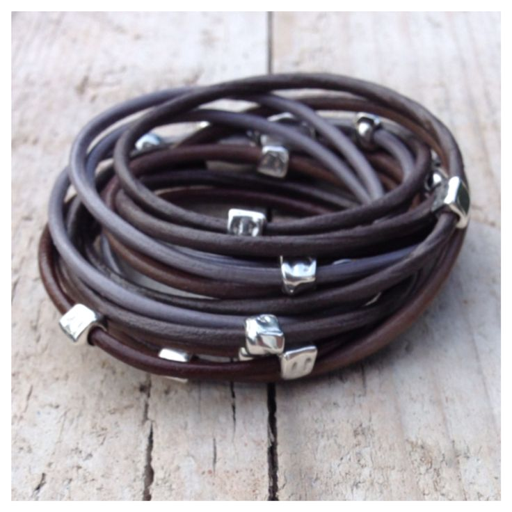 Wikkelarmband in grijs, taupe en bruintinten met metalen kralen. #label160 #leer #wikkelarmband #stoer #grijs #taupe #metaal #kraal #magneet #handmade #sieraden