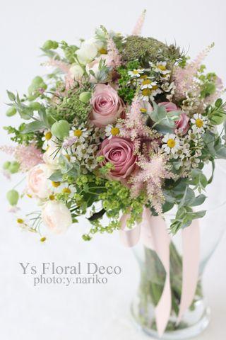 淡いスモーキーピンクのドレスに合わせるナチュラルクラッチブーケ  ys  floral deco  @アニヴェルセルみなとみらい横浜