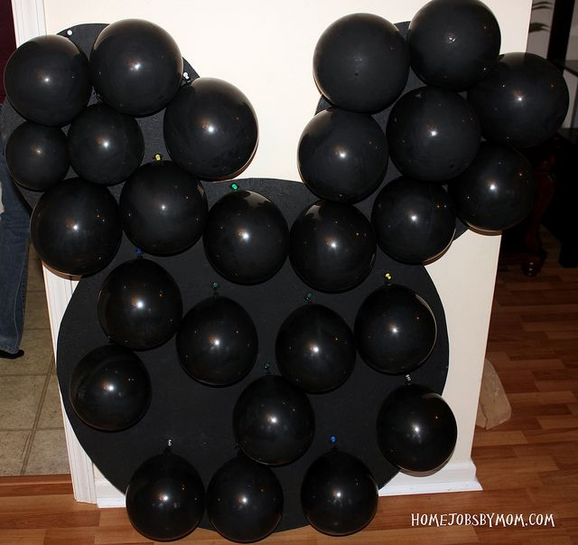 Mickey Mouse Party ~ Decoration ~ Tutorial ~ Balloon piñata Board (ideal for when it rains the day of the party or if you live in an apartment and invited a couple guest)